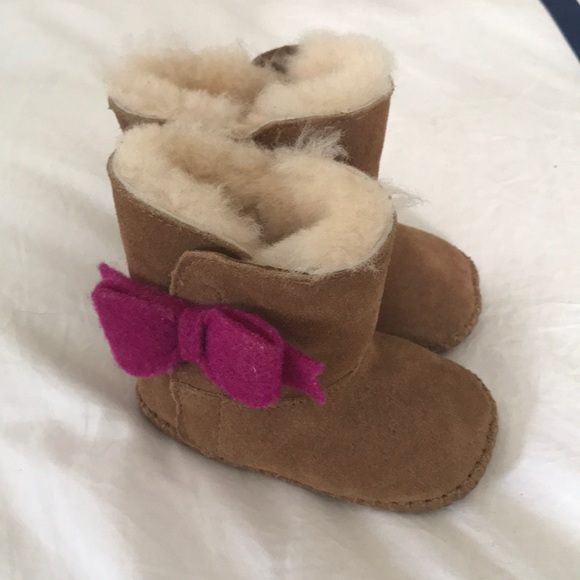 89d8f6d6528 Baby Uggs size infant 2/3